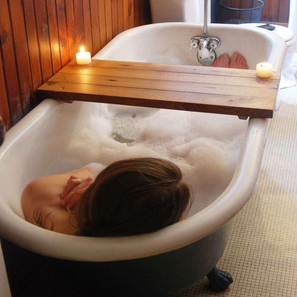 Wood Tub Caddy | DudeIWantThat.com
