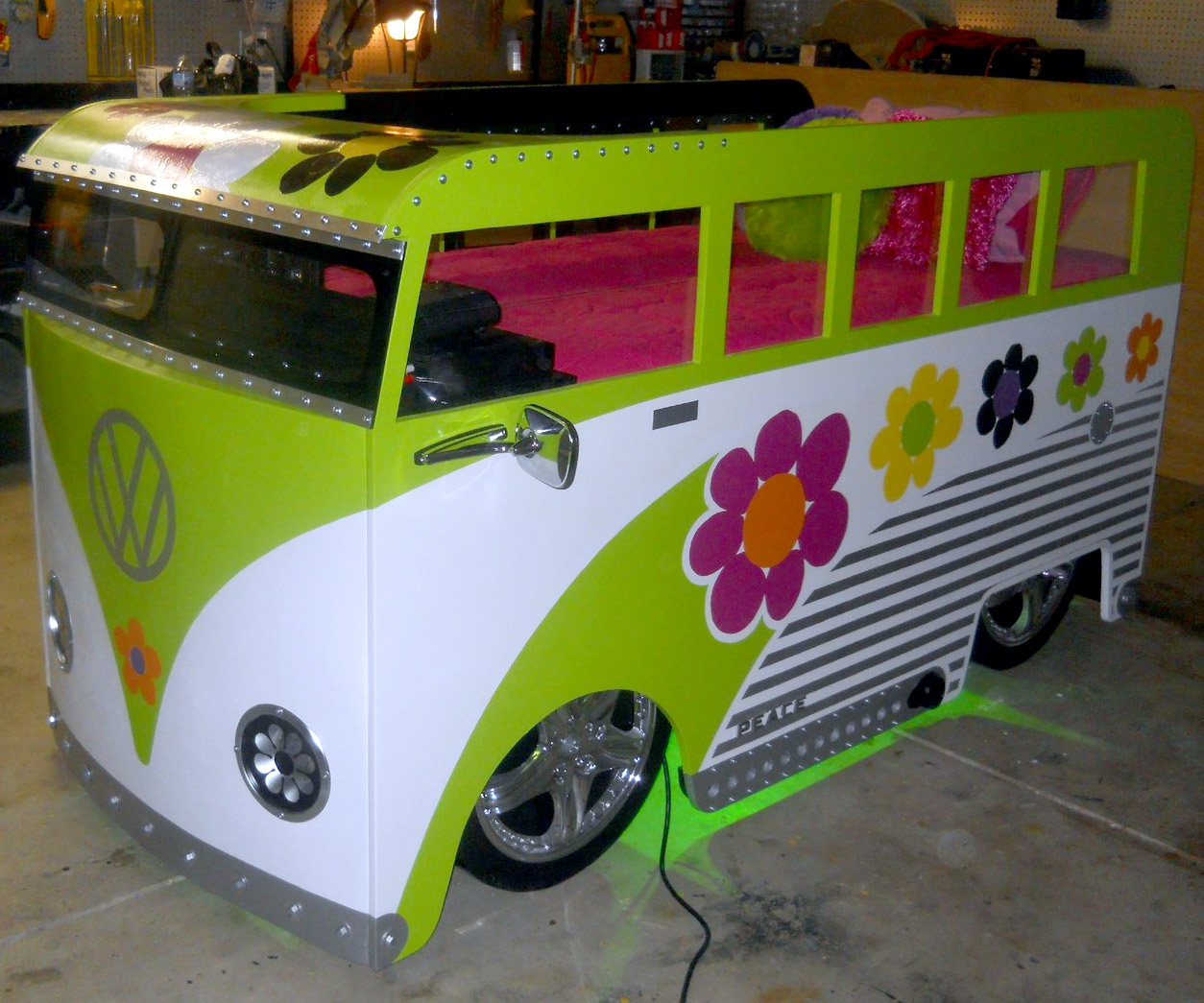 Etonnant ... VW Bus Bed   Front View ...