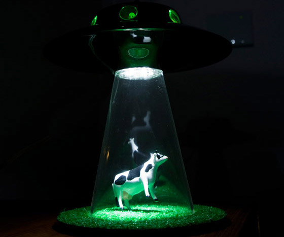 Alien Abduction Lamp | DudeIWantThat.com