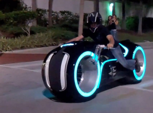 The Tron Light Cycle Dudeiwantthat Com