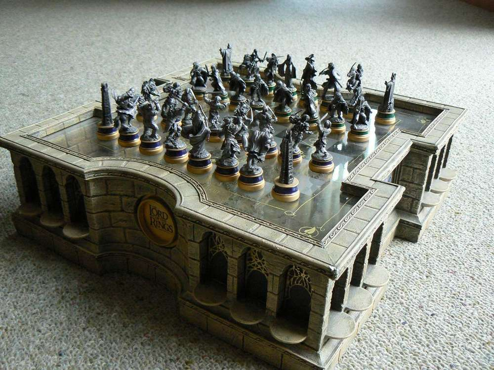 Detailed Chess Set Part - 32: ... The Lord Of The Rings Chess Set ...