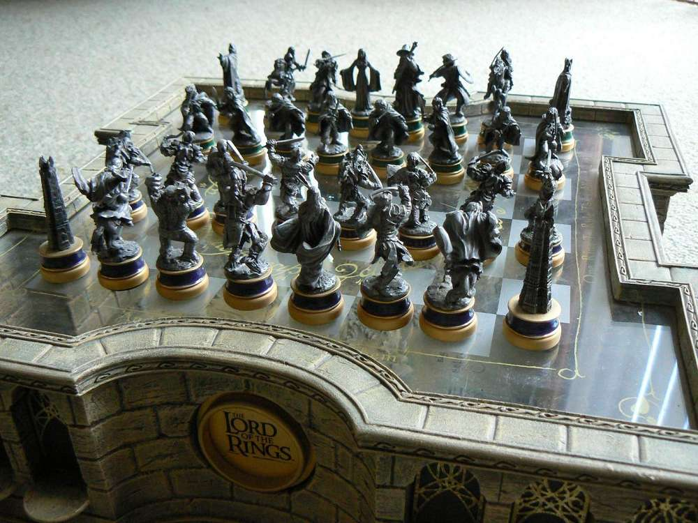 Lord Of The Rings Trilogy Edition Chess Set