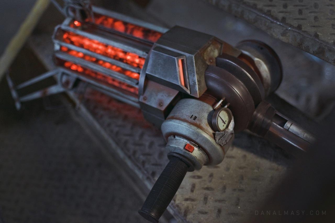 Car Auction Near Me >> Gravity Gun Replica From Half Life | DudeIWantThat.com