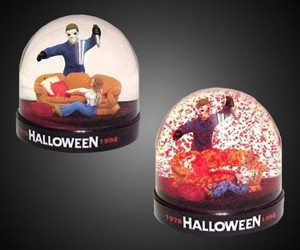 Michael Meyers Bloody Snow Globe