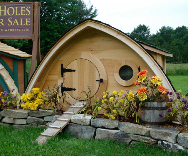 Hobbit hole pet play houses for Hobbit style playhouse