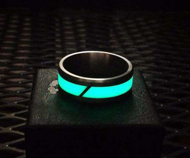 Giveaway titanium moonglow ring dudeiwantthatcom for Glow in the dark wedding rings