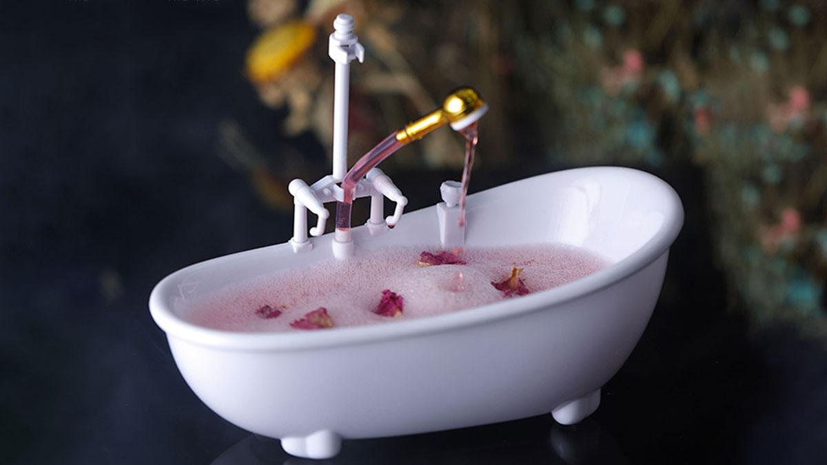 Bathtub Cocktail Glass with Working Sprayer