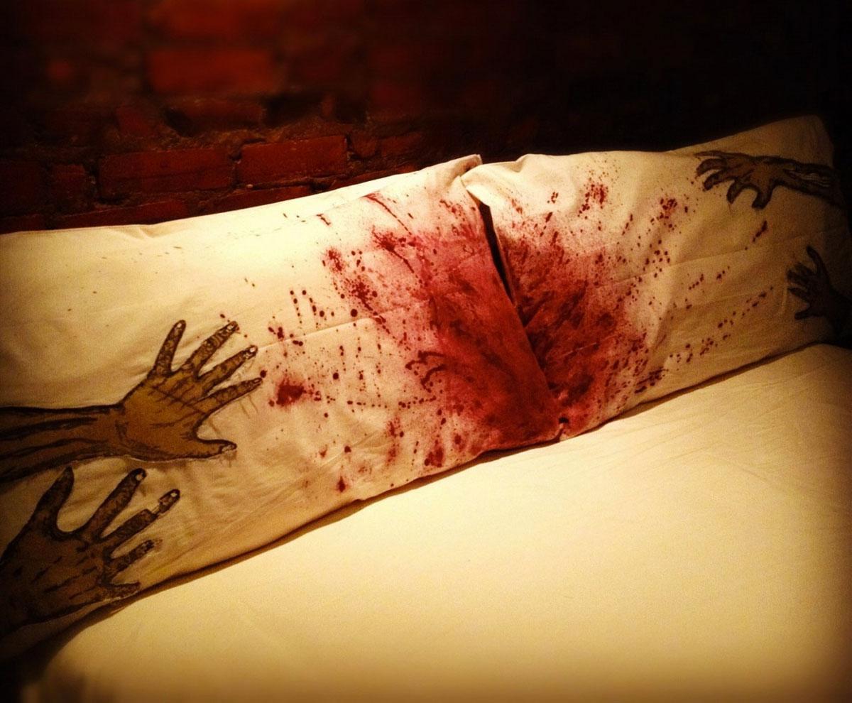 Zombie Apocalypse Bedding | DudeIWantThat.com
