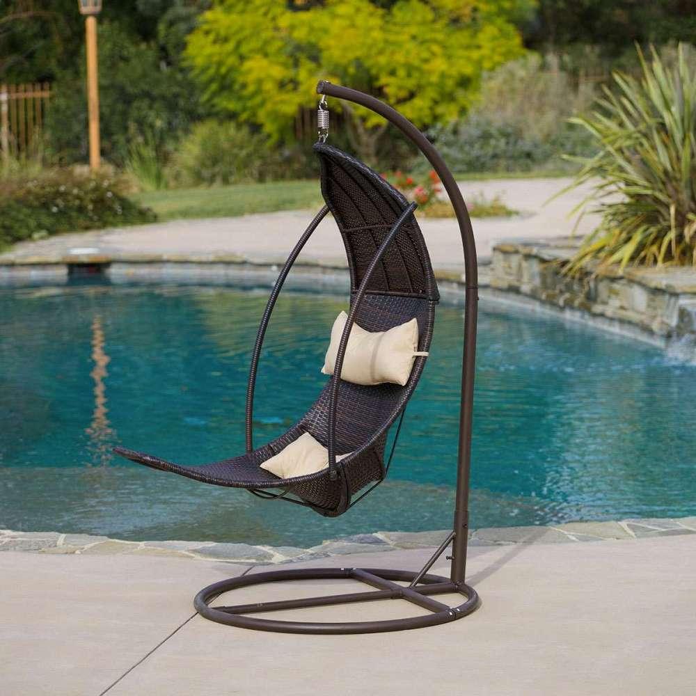 Outdoor Swinging Lounge | DudeIWantThat.com