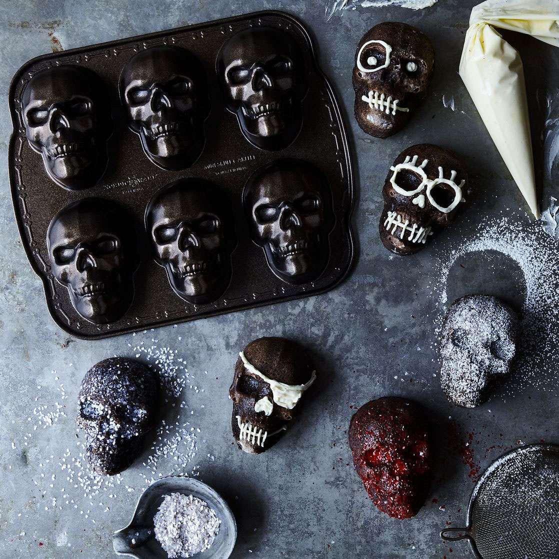 Haunted Skull Cakelet Pan Dudeiwantthat Com