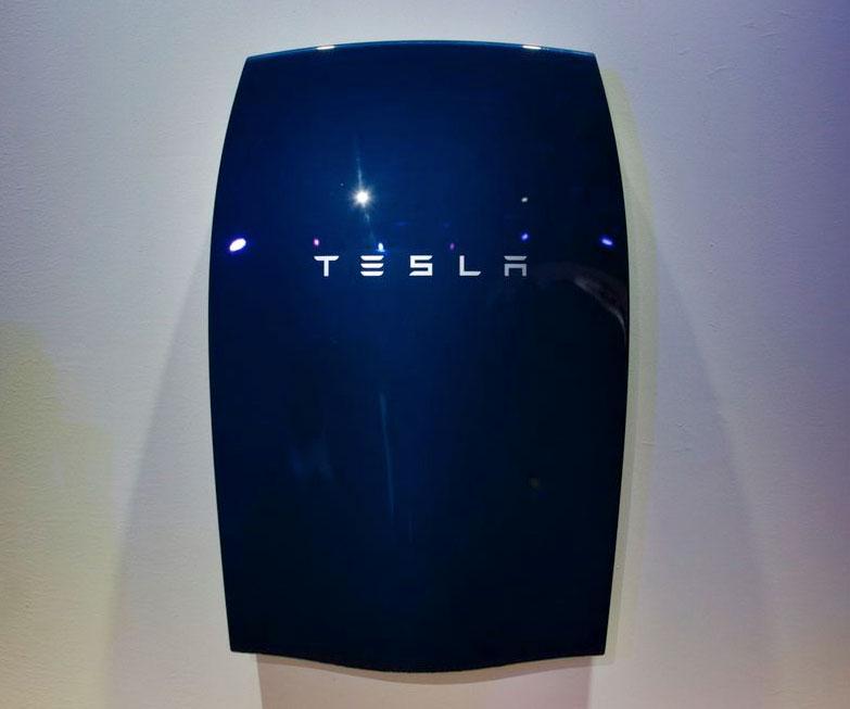 Tesla Powerwall Home Battery | DudeIWantThat.com