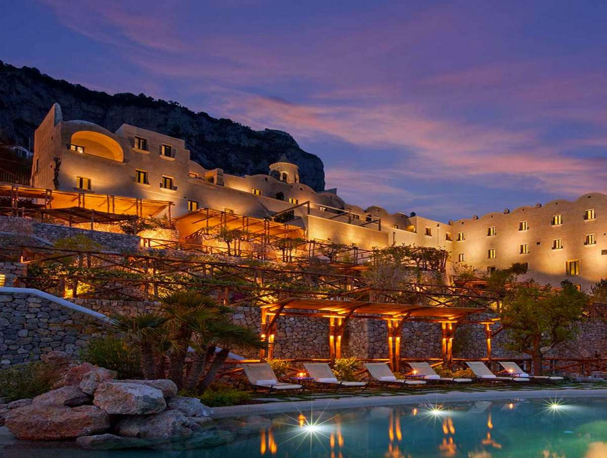 Monastero santa rosa hotel for Hotel luxury amalfi