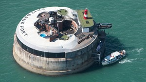 Spitbank Fort - Luxury Floating Retreat