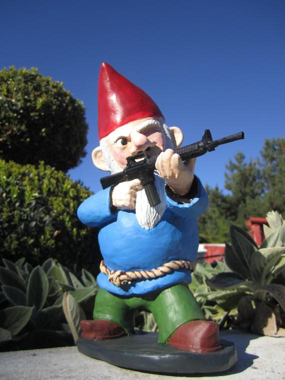 Gnome In Garden: Combat Garden Gnome