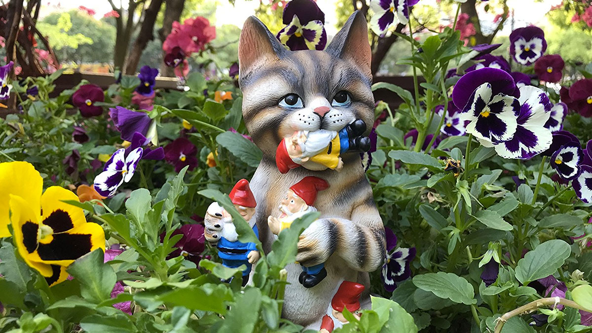 Cat Eating The Garden Gnomes Statue ...