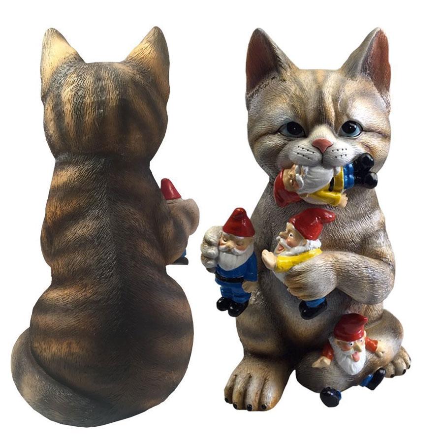 Gnome Garden: Cat Eating The Garden Gnomes Statue