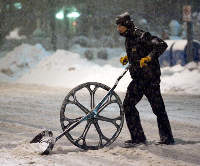 wheeled-snow-shovel-10378.jpg