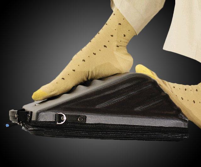 Leggage Foot Massaging Laptop Case