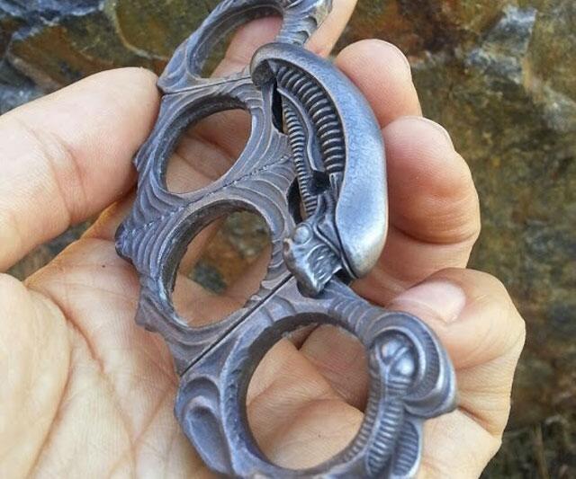 Xenomorph Folding Knuckle Duster Ring